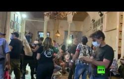 شاهد.. محتجون يسيطرون على مقر وزارة الخارجية اللبنانية