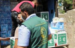 """خبز وتمور وحليب لـ500 عائلة.. """"إغاثي الملك سلمان"""" يقدم مساعدات عاجلة في بيروت"""
