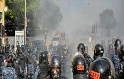 جرحى في اشتباكات بين محتجين وقوات الأمن في بيروت .. بالفيديو