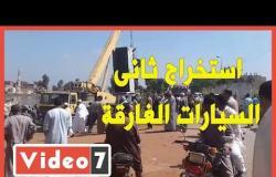 استخراج ثانى السيارات الغارقة فى معدية قرية دمشلى بالبحيرة