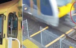 """فيديو """"كاد يدهسهم"""".. سائق قطار: من صدمتهم يعذبونني في أحلامي"""