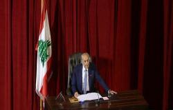 النواب اللبناني يقبل استقالة 8 أعضاء بينهم مروان حمادة رغم تراجعه