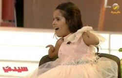 شاهد.. طفلة سعودية موهوبة من دون ذراعين تتحدى الإعاقة بموهبتي السباحة والرسم