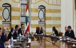 ماكرون يضغط على الساسة اللبنانيين مع قرب انتهاء مهلة تشكيل الحكومة