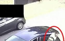 بالفيديو.. عقاب مروع من سائق تاكسي لراكب بسبب كمامة