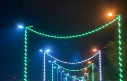 """شاهد..شوارع ومتنزهات """"فيفاء"""" تكتسي بالأخضر احتفالاً بيوم الوطن الـ90"""