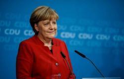 ميركل: ألمانيا تعتزم تشديد إجراءات مكافحة كورونا بلا عزل عام