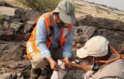 بالصور.. فريق جيولوجي يتعرَّف على مواقع لخام الذهب في صبيا.. والنتائج الأولية مبشرة
