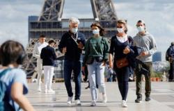 """فرنسا تسجّل رقماً قياسياً جديداً تجاوز 30 ألفاً للإصابة بـ""""كورونا"""".. و88 وفاة"""