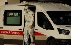 روسيا تسجل 15982 إصابة جديدة بكورونا