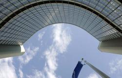 الاتحاد الأوروبي يفرض عقوبات على 7 وزراء سوريين