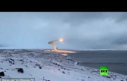 """لأول مرة.. شاهد إطلاق صاروخ """"أونيكس"""" المجنح من منظومة باستيون نحو بحر بارينتس"""