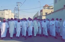 """بعد 4 سنوات من الأسر.. أهالي بحر أبو سكينة يستقبلون """"المزيفي"""" بمسيرة كبيرة"""