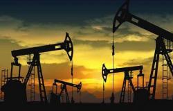 تعاملات الخميس.. هبوط أسعار النفط وسط مخاوف حول سرعة تعافي الطلب على الخام