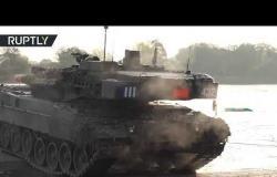 شاهد.. عشرات المدرعات والدبابات تعبر نهر إلبه أثناء تدريبات الجيش الألماني