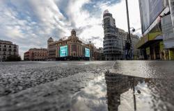 """""""كورونا"""" يضيق الخناق على إسبانيا.. و10 أقاليم تطالب الحكومة بفرض حظر تجول"""