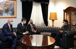 وصول وزير الرياضة يرافقه رئيس اتحاد القدم إلى روما.. زيارة عمل رسمية