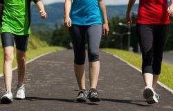 """المشي يوميًا.. فوائد عديدة بينها """"صحة عقلية"""""""