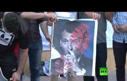 غزيون يحرقون صورة ماكرون