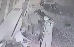 بالفيديو.. سقوط طفل من الطابق الثالث أمام عيني أمه القعيدة