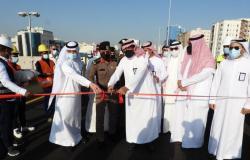 """""""أمين مكة"""" يفتتح جسر تقاطع طريق جدة القديم مع شارع عبدالله عريف"""
