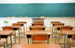 """باكستان تغلق المدارس وتؤجل الامتحانات للحد من """"كورونا"""""""