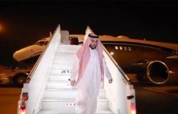 """شاهد .. """"تركي آل الشيخ"""" يصل الرياض ويسجد شكرًا لله على أرض الوطن عقب الرحلة العلاجية"""