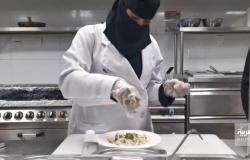 شاهد.. قصة زوجين سعوديين يعملان في مطعمهما بجازان