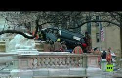 حافلة تصطدم بنصب تذكاري في نيويورك