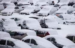 اليابان.. مصرع 60 شخصًا خلال محاولات تنظيف بيوتهم من الثلوج