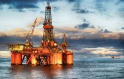 """أسعار النفط تقفز .. و""""برنت"""" بـ 55.48 دولار للبرميل"""