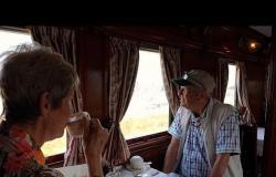 """بالفيديو.. قطار """"المحيطين"""" يعبر القارة السمراء في رحلة غامضة.. وهذا هو التوقيت"""