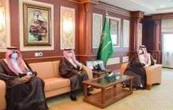 """""""محمد بن عبدالعزيز"""" يتسلَّم تقرير جامعة جازان بتوطين 220 وظيفة بكوادر وطنية"""