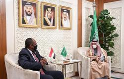 وزير الخارجية يستعرض العلاقات الثنائية مع عضو المجلس السوداني