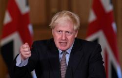 """سلالات """"كورونا"""" ترعب بريطانيا.. والحكومة تفرض إجراءات أكثر صرامة لمنع تسللها"""