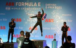 """البريطاني """"سام بيرد"""" يتوج بلقب سباق """"فورمولا إي الدرعية 2021"""""""