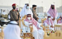 أمير جازان يلتقي مشايخ وأهالي محافظة صامطة ويبحث احتياجاتهم الخدمية
