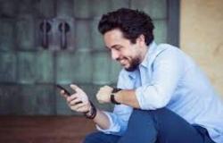 """الامير حسين  : """"بفتح تلفوني بلاقي حالي يا خاطب أو متزوج"""""""
