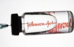 """زوبعة اللقاح والجلطات.. """"الدواء"""" الأمريكية تقول كلمتها عن """"جونسون آند جونسون"""""""