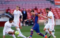 """فارق النقطتين يُشعل مواجهة """"كلاسيكو الأرض"""".. بين برشلونة وريال مدريد"""