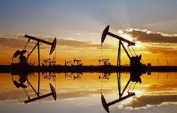أسعار النفط تتراجع وبرنت عند 62.62 دولارًا للبرميل