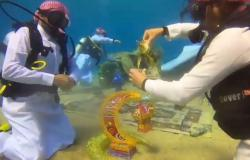 فيديو.. هلال رمضان والقهوة العربية تحت الماء