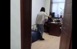 فيديو.. تحرّش بها مديرها بالعمل وهكذا كان ردّها الصاعق
