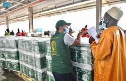 عطاءات السعودية.. فريق مركز الملك سلمان للإغاثة يسلم مساعدات غذائية عاجلة للسنغال