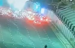 بالفيديو.. منع شاب من السفر عبر جسر الملك فهد بسبب لقاح كورونا