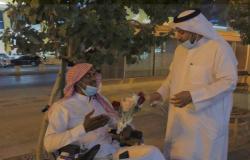 """بالفيديو.. بائع الورد بـ""""تحلية الرياض"""": الإعاقة لم تمنعني أن أكون عنصرًا فعالاً بالمجتمع"""