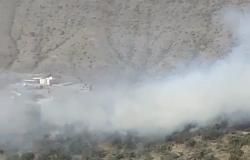 حريق متطور في مرتفعات جبليه بقرية سرفة بالباحة