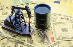 تراجعت بنسبة 0.6%.. ارتفاع الدولار يدفع بأسعار النفط للانخفاض