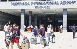 للأسبوع الثاني.. استمرار زيادة أعداد الرحلات والسائحين الروس القادمين للغردقة