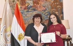 «أصغر مغنية في أوبرا فيينا».. وزيرة الثقافة تلتقي المصرية مريم طاحون (صور)